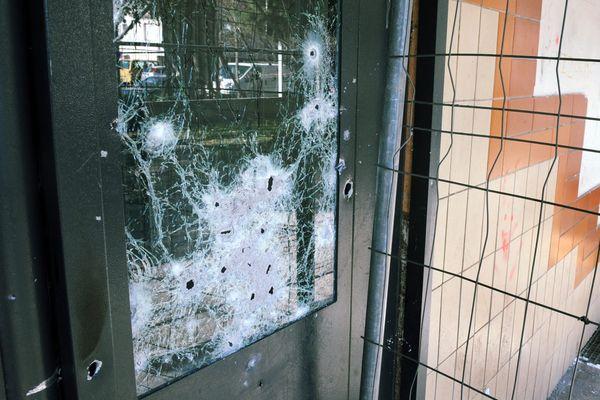Les policiers ont relevé 26 impacts de balles sur les lieux de la fusillade