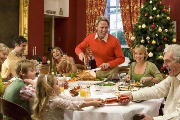 Cette famille a écouté les conseils de Francetv info et a passé un très bon réveillon de Noël, mercredi 24 décembre.