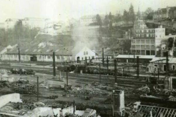 Photographie des destructions à la gare de Poitiers, après les bombardements du 13 juin 1944