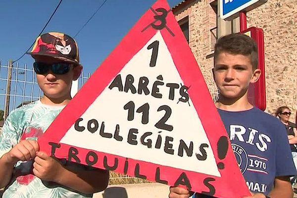 Trouillas (Pyrénées-Orientales) - manifestation contre le nouvel arrêt de car pour le ramassage scolaire  - juillet 2018.