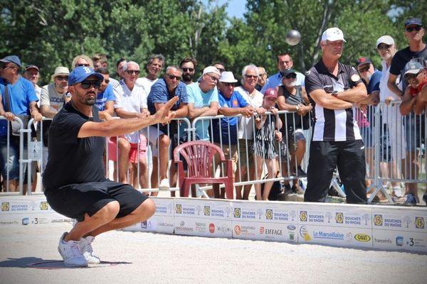 La Marseillaise à pétanque, quart de finale, Simon Cortes pointe face à la triplette Lacroix.