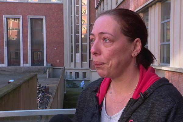 Séverine, devant l'hôpital Huriez à Lille ce mardi matin