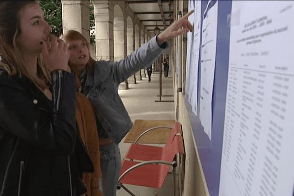 Dans la Creuse, les candidats sont venus chercher les résultats dans leurs centres d'examen
