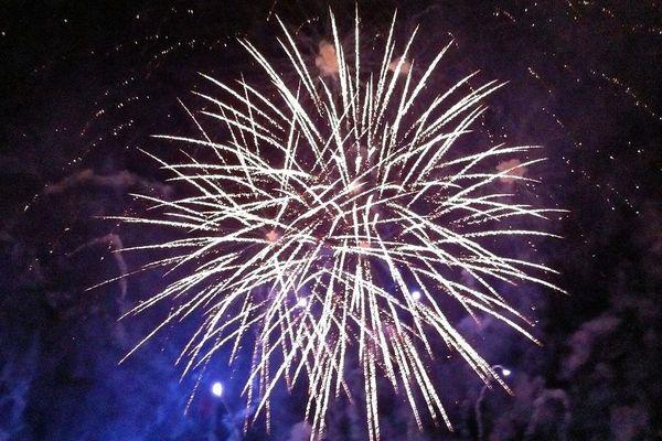 Le feu d'artifice du lac Kir à Dijon attire des milliers de spectateurs tous les ans au 14 juillet