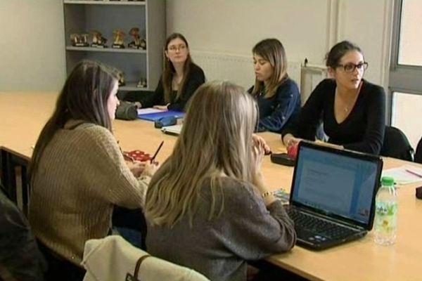 Des étudiantes de la faculté portugaise d'odontologie de Toulon.