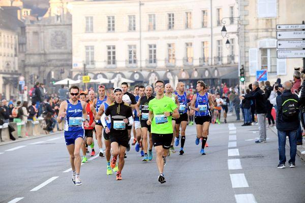 Le départ du marathon de Vannes en octobre 2018