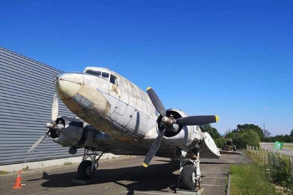 Un authentique Douglas C-47, modèle particulièrement utilisé lors du Débarquement du 6 juin 1944.