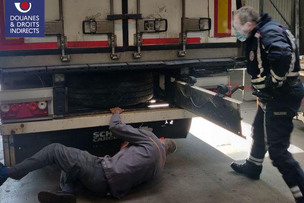 C'est dans un camion frigorifique transportant une cargaison de tomates que la drogue a été découverte, vendredi 27 novembre.