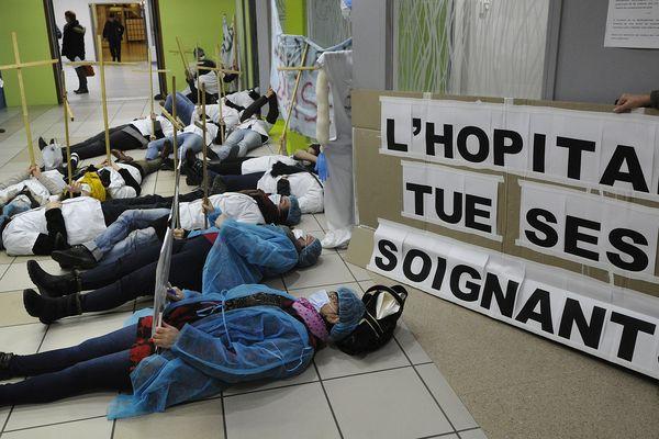 Grève du personnel des urgences au CHU de Clermont-Ferrand . C'était déjà en 2016 ....