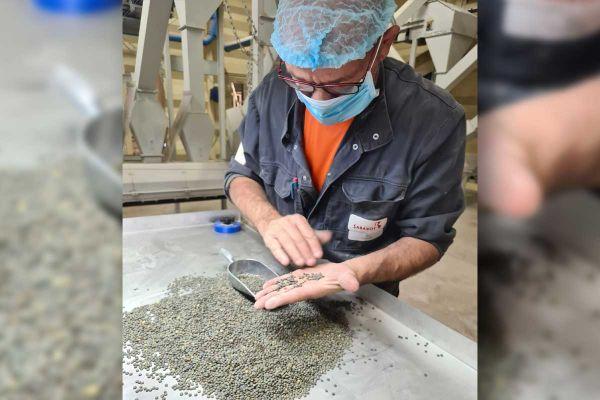 Sabarot, producteur de lentilles près du Puy-en-Velay, participe à la Grande exposition du Fabriqué en France.