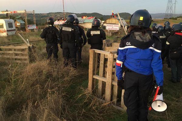 Des dizaines de gendarmes participent à cette évacuation