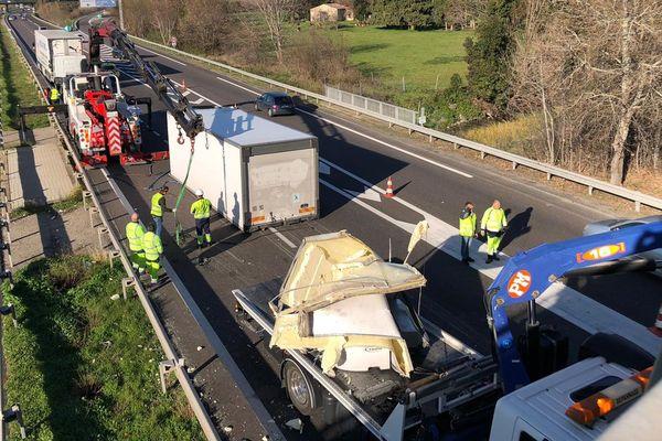 Un camion a perdu sa remorque sous un pont dans le sens Nîmes Espagne - 28 décembre 2019