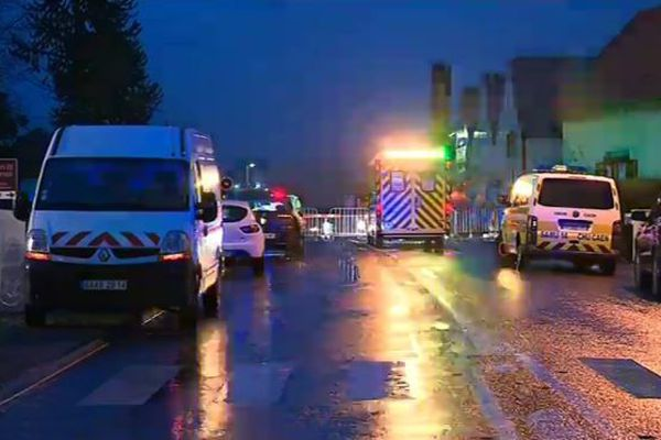 Les secours sont sur place après qu'un TER a percuté un véhicule utilitaire à un passage à niveau près de Deauville