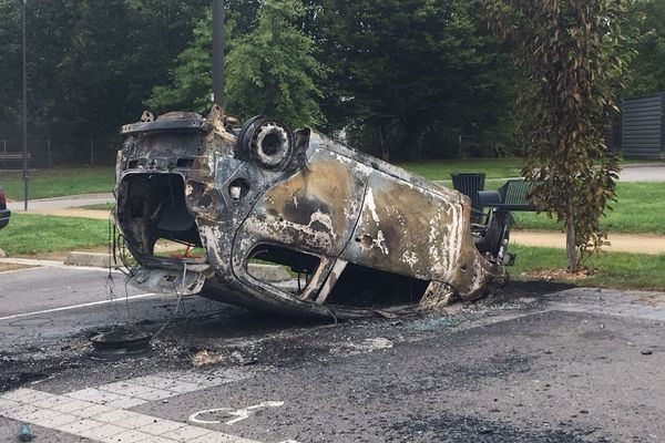 14 voitures comme celle-ci ont été incendiées dans le quartier de Penhars à Quimper