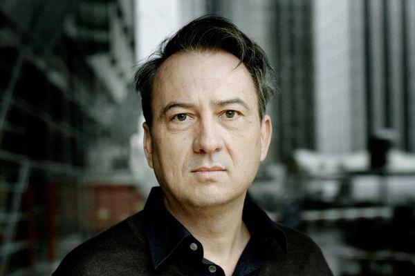 """Jean-Luc Coatalem, finaliste pour le Goncourt avec son roman """"La part du fils"""""""