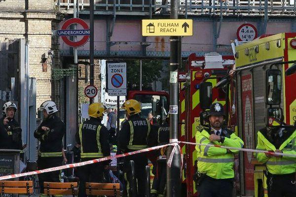 """Les témoins décrivent une """"explosion"""" dans la rame de métro."""
