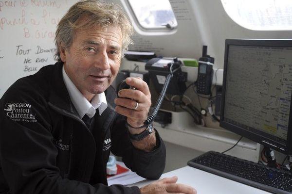 Alain Delhumeau à bord de son trimaran à St Malo