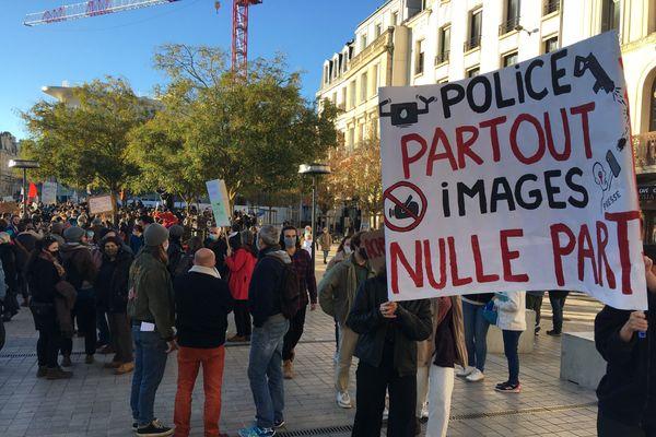 Plusieurs centaines de manifestants ce samedi à Poitiers.