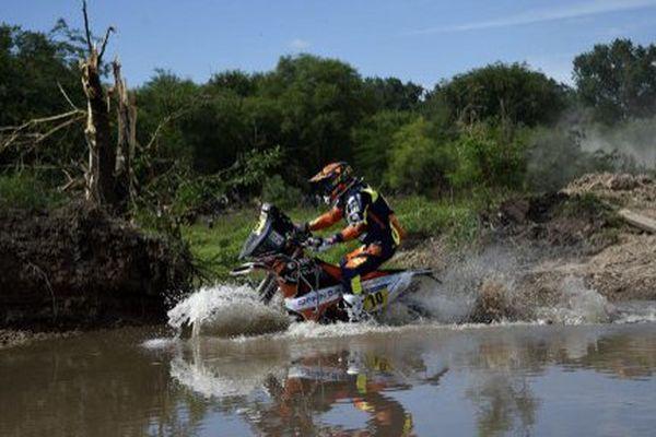 Olivier Pain, au volant de sa KTM, durant le prologue de ce Dakar 2016