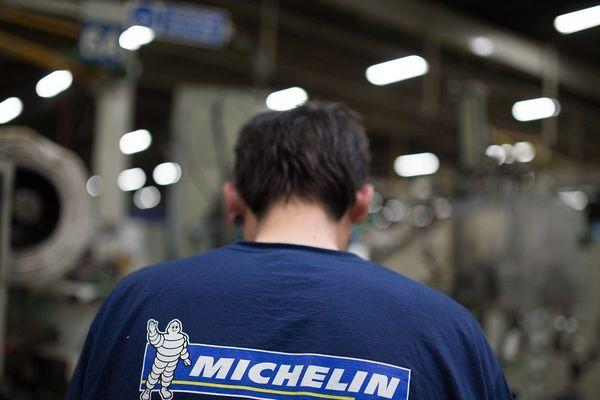 Un employé de l'usine Michelin de La-Roche-sur-Yon (Vendée), en avril 2016