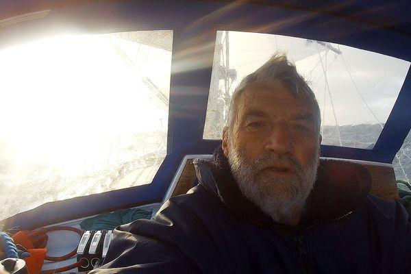 Jean-luc Van Den Heede à bord de son voilier Rustler 36 lors de la Golden Globe Race 2018