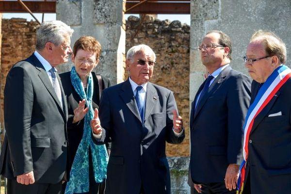 Raymond Frugier ( à droite), lors de la visite à Oradour des présidents Hollande et Gauck, 4 septembre 2013