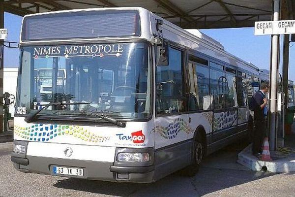 Nîmes - un bus Tango de Nîmes Métropole - 3 octobre 2014.