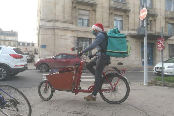 Noël solidaire : distribution de boîtes cadeaux pour les sans-abris à Nancy