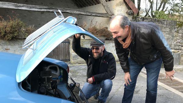 En tant qu'équipage d'assistance, le carrossier Raphaël et le garagiste Henri assureront les dépannages des voitures de la mini-écurie marnaise.