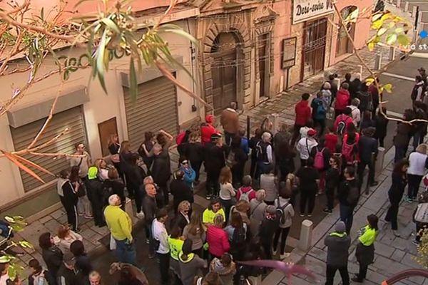 La marche s'est élancée aux alentours de 10hde la place Saint Nicolas.