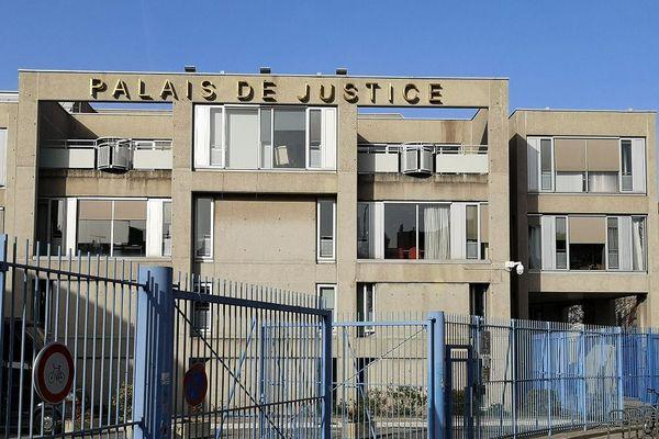 Au Tribunal de Clermont-Ferrand, les dossiers s'accumulent en raison de la grève des avocats, qui dure depuis 5 semaines.