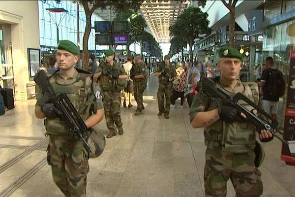 Les légionnaires du 1er REC en patrouille à la gare Saint-Charles à Marseille