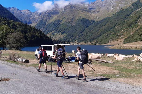 Les camping-cars stationnent de manière illégale autour du lac d'Estaing (Hautes-Pyrénées), entraînant des incivilités. La maire de la commune a décidé de réactualiser l'arrêté municipal et demande à chacun de prendre ses responsabilités.