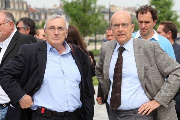 Michel Corajoud (à gauche) à coté d'Alain Juppé, maire de Bordeaux, en 2006.