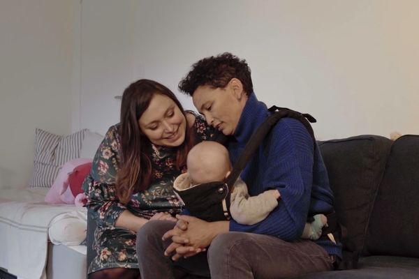 Dinah, sa compagne et leur bébé