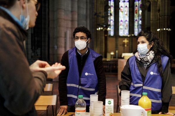 """L'""""Epifree"""", épicerie solidaire des jeunes de St Vincent de Paul installée dans la nef de l'Eglise st André de Lyon"""