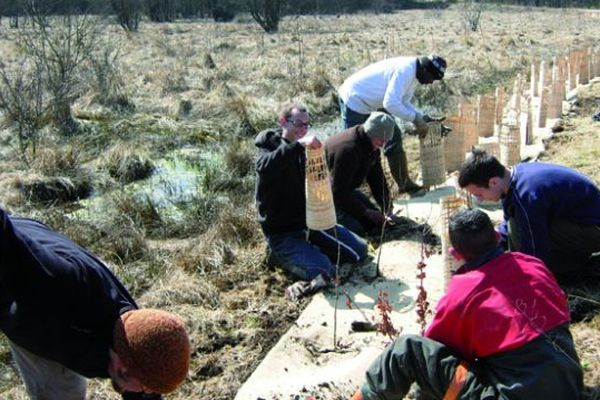 Le Conservatoire d'espaces naturels d'Auvergne cherche des bénévoles pour aider à la préservation de la nature et des paysages de la région.