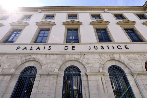 Le procès s'est tenu à huis clos pendant 5 jours devant la Cour d'assises de Valence
