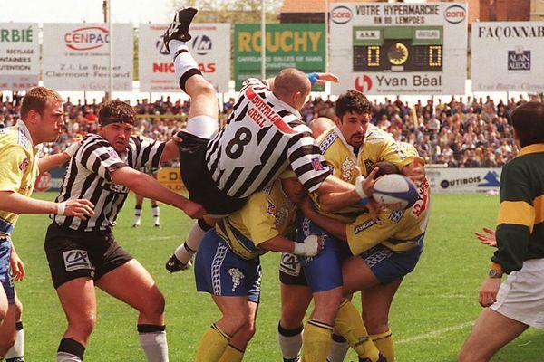 Les matches entre l'ASM et Brive (ici en 1999) ont souvent été âpres et engagés.