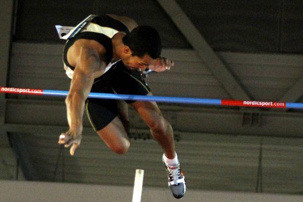Damiel Dossevi, vice-champion du monde, sautera samedi dans le gymnase de la Venise Verte.