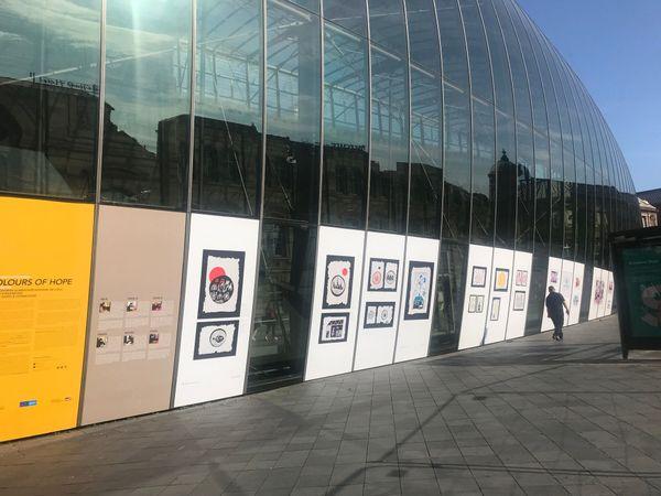 """L'exposition """"Colors of hope"""" visible sur la verrière de la gare de Strasbourg"""