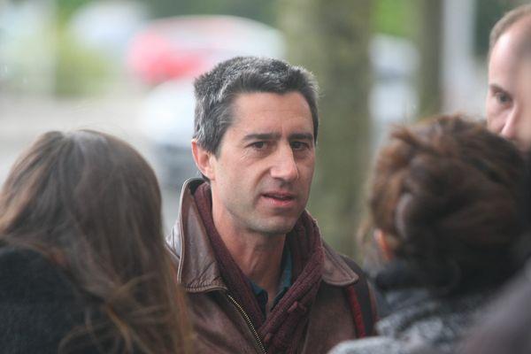 François Ruffin devant la Chambre de commerce et d'industrie d'Amiens Picardie lors de la venue d'Emmanuel Macron, mardi 25 avril