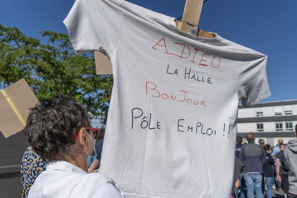 Les salariés des sites logistiques de La Halle rassemblés samedi 13 juin à Issoudun (Indre)