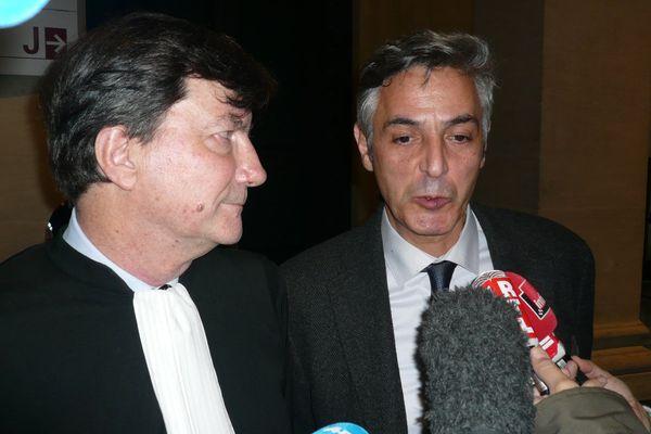 Pascal Bonnefoy et son avocat répondent à la presse au tribunal correctionnel de Bordeaux le 12 janvier 2016