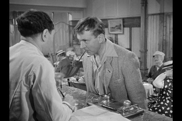 """Jacques Tati, réalisateur des """"Vacances de Monsieur Hulot"""" a interprété lui-même le personnage principal."""