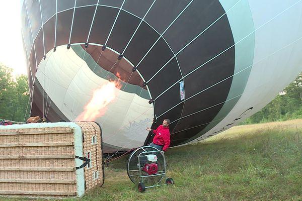 Au total il faut remplir le ballon de 10.000 mètres cube d'air