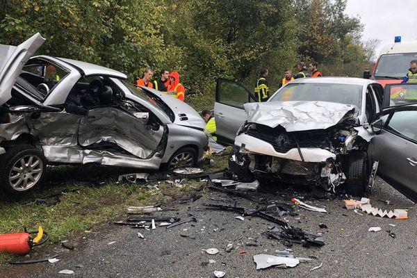 L'accident s'est produit sur la départementale 951 entre Yvernaumont et Poix-Terron.