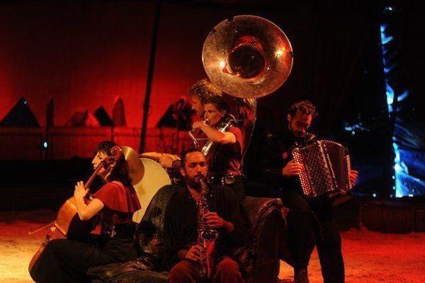 """""""Davaï"""", un spectacle alliant musique et voltige équestre."""