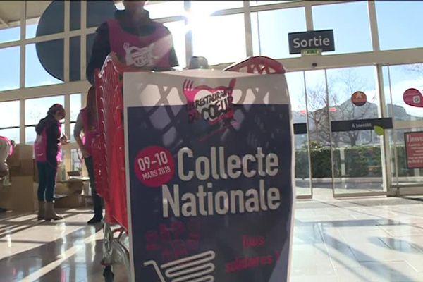 Les bénévoles se mobilisent pour la collecte des Restos du Coeur dans un hypermarché à Marseille.