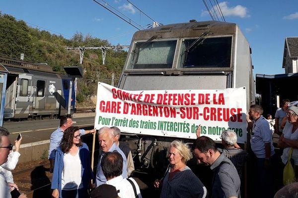 Action stop-train en gare d'Argenton-sur-Creuse